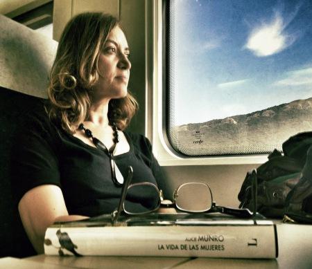Emma Rodriguez con Alice Munro – Fotografía de Nacho Goberna © 2012