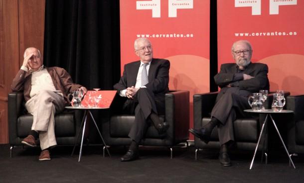 Victor García de la Concha en un acto con Juan Goytisolo y José Manuel Caballero Bonal - Fotografías: instituto Cervantes