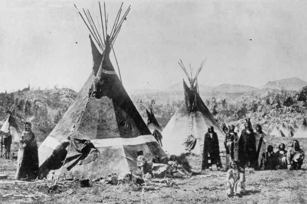 """Campamento Shoshone - Wyoming - Montañas """"Wind River"""" - Fotografía por W. H. Jackson, 1870"""