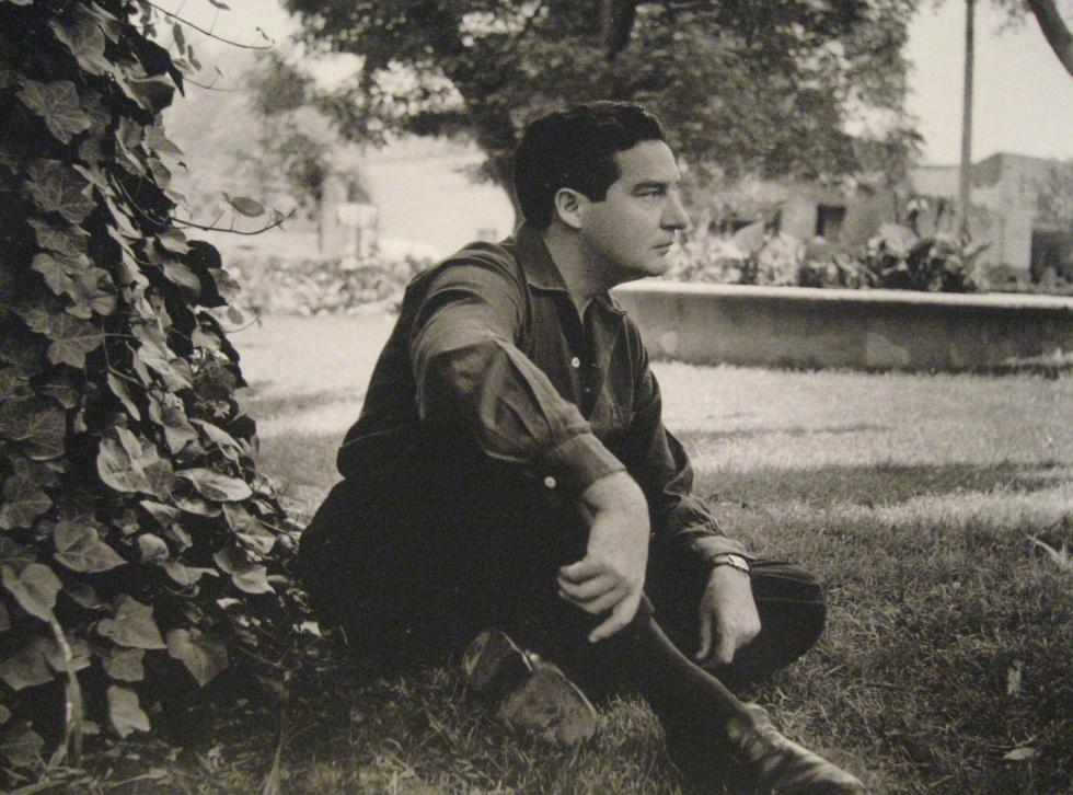 Octavio Paz en Mixcoac ( Fotografía perteneciente a la exposición realizada en el Munal, año 2009 )