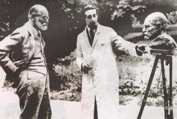 Sigmund Freud and Oscar Nemon, 1931.