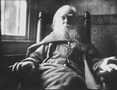Portrait_of_Walt_Whitman_by_Samuel_Murray_photograph_1891