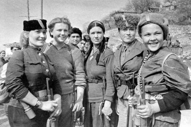 Mujeres que formaron parte de las guerrillas soviéticas que participaron en la liberación de Crimea en 1944.