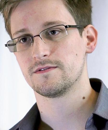 Edward_Snowden-2-wiki_ Laura Poitras- Praxis Films