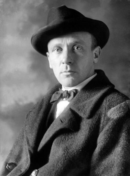 Mikhail-Bulgakov-poets-and-writers-37391168-2099-2846